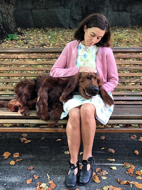 Violetta Barsotti Stephan som Hédi med hunden Bodri